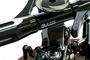 ♦高精度CNC切削鋁合金主旋翼頭總成,給予最優越的3D飛行性能