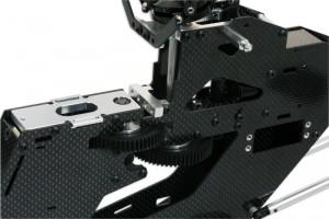 ♦ 高剛性窄碳纖機身設計能更表現出空氣動力學的動態效率