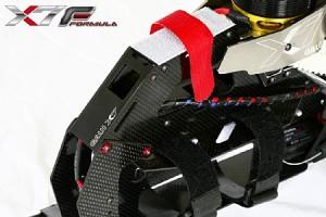 ♦工型結構高剛性,碳纖窄機身設計,      能在3D動作有更卓越的表現。