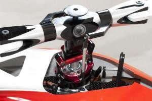 ♦主旋翼頭中央定點結構可使飛行反應更直接精準,表現出優異的3D性能與超乎想像的手感控制。